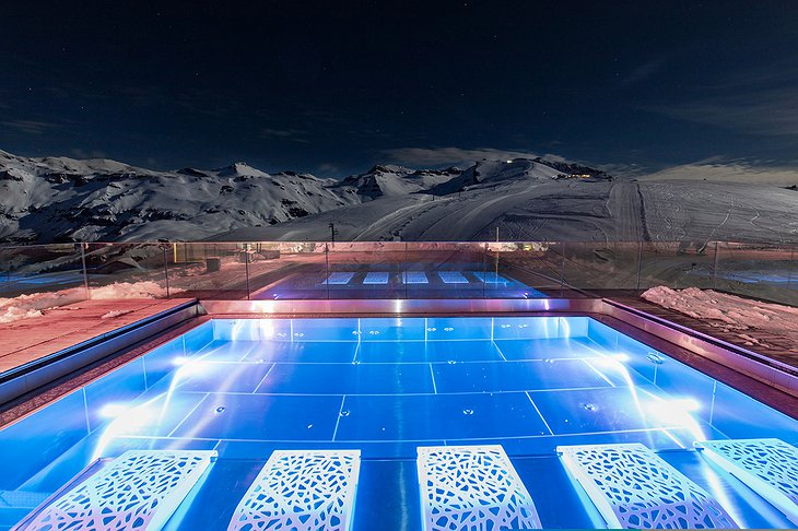 Hotel Chetzeron pool at night