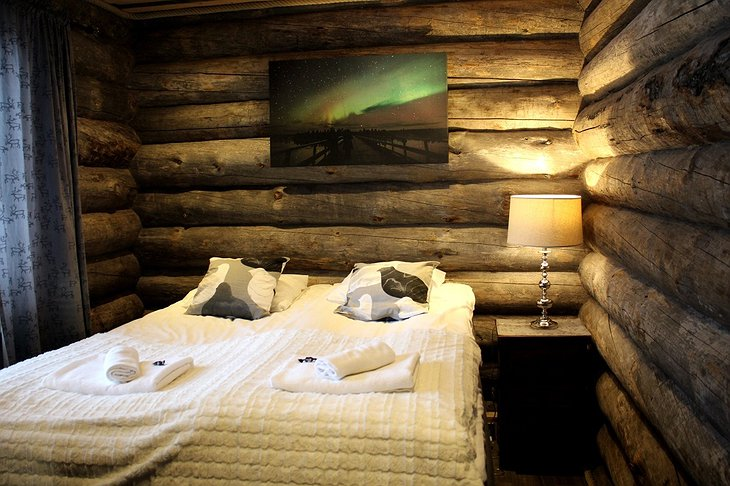 Nellim Wilderness Hotel wooden bedroom