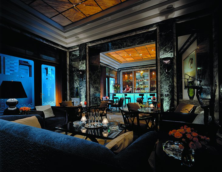 Four Seasons Hotel Gresham Palace bar and restaurant