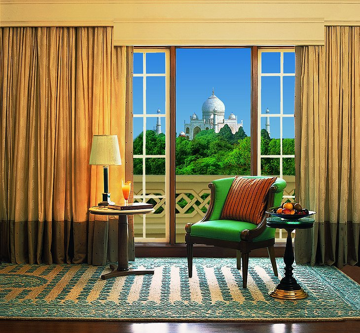Room with view on Taj Mahal