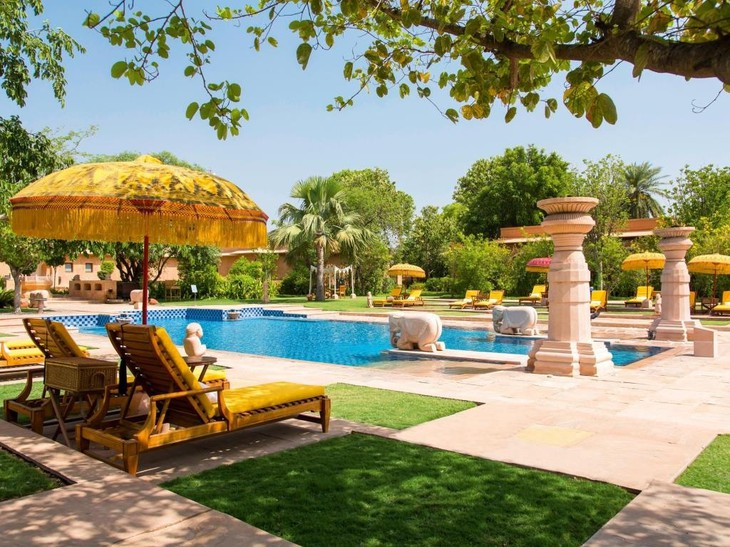 The Oberoi Vanyavilas swimming pool with umbrellas