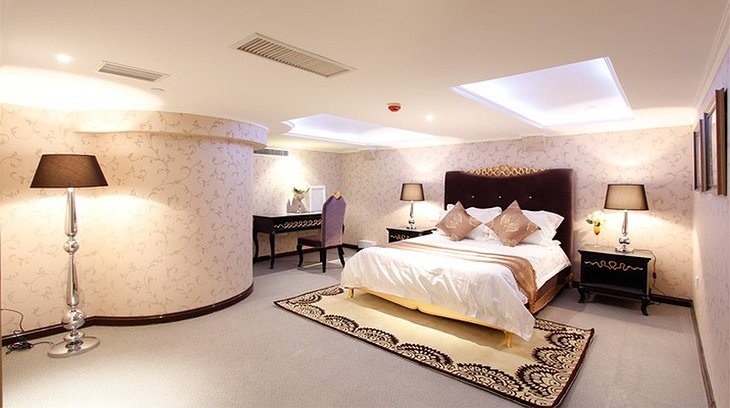 Binhai Aircraft Carrier Hotel Bedroom