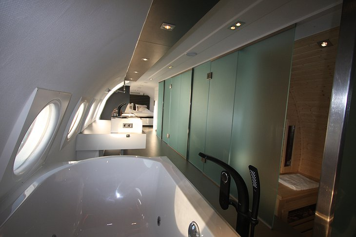 Airplane Suite bathroom with jacuzzi