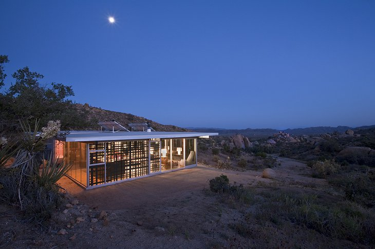 Off-grid itHouse views on the valley
