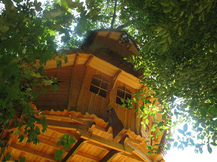 Pirate boat tree house
