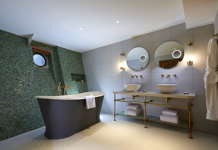 Fingal Hotel Luxury Duplex Bathroom