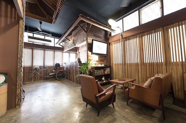 Suneta Hostel Khaosan chill out place
