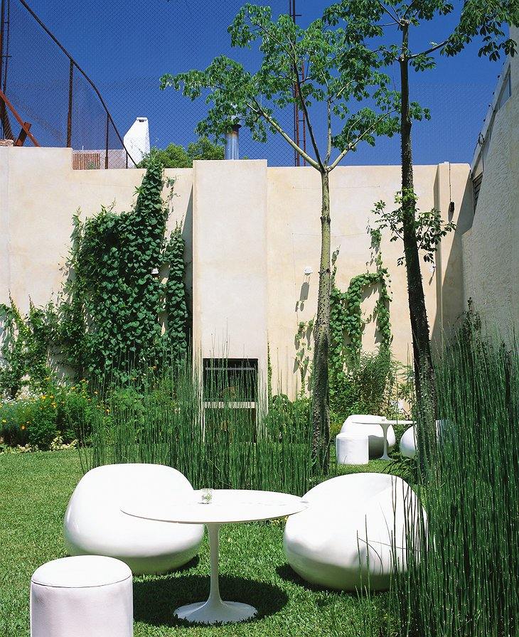 Home Hotel Buenos Aires garden with design furniture