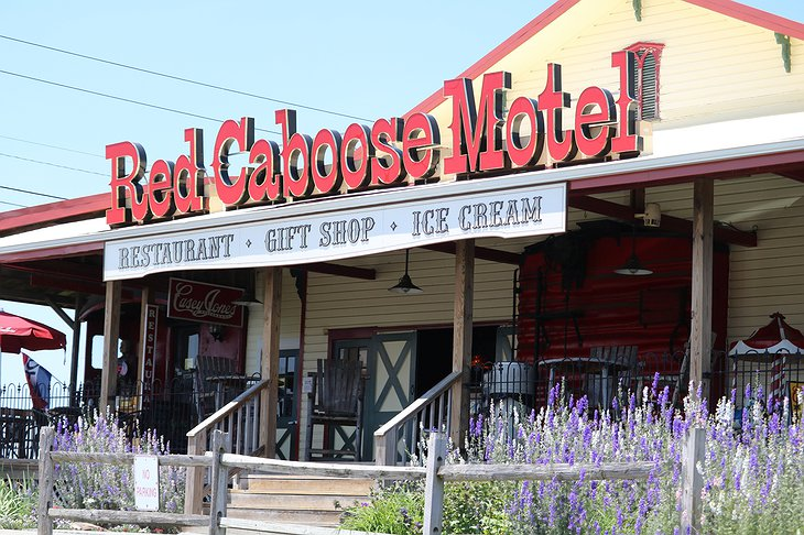 Red Caboose Motel & Restaurant