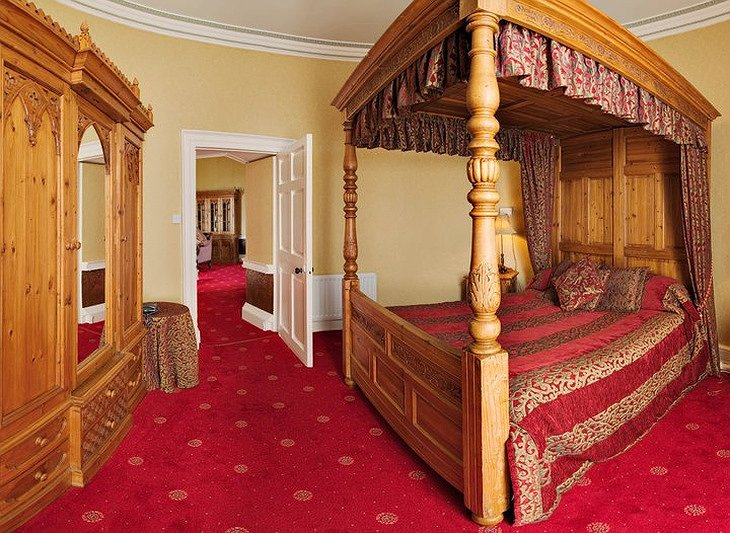 Walworth Castle royal bed