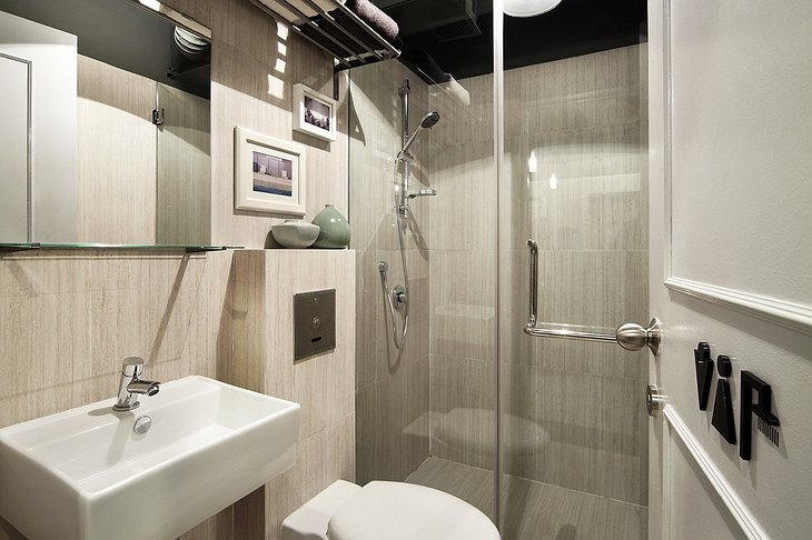 The pod hotel Singapore bathroom