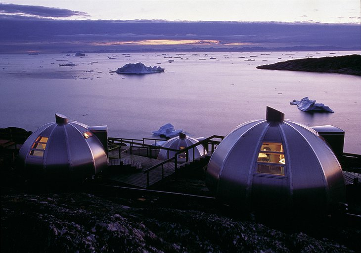 Hotel Arctic Igloos by Night