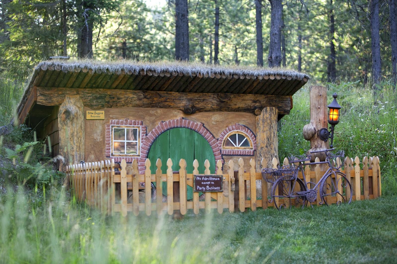 Real Hobbit House besides Hobbit House besides Bilbo Baggins Hobbit House additionally Bilbo Baggins Quotes Hobbit moreover Bilbo Baggins Hobbit House. on bilbo baggins hobbit house plans