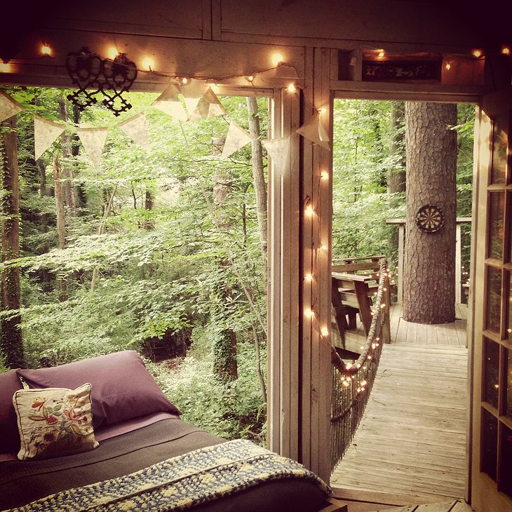 Secluded Intown Treehouse bedroom