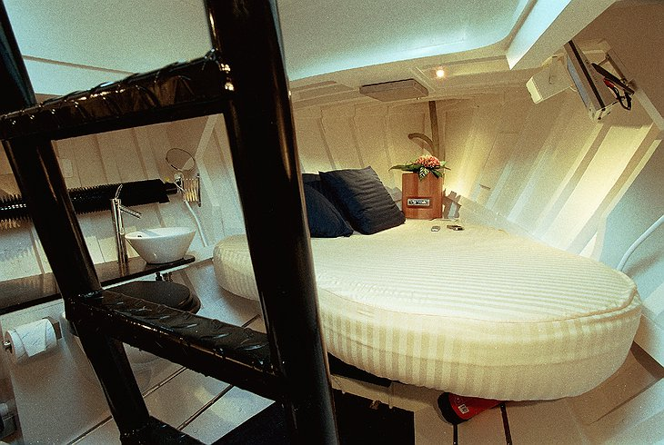 Lifeboat Hotel bedroom