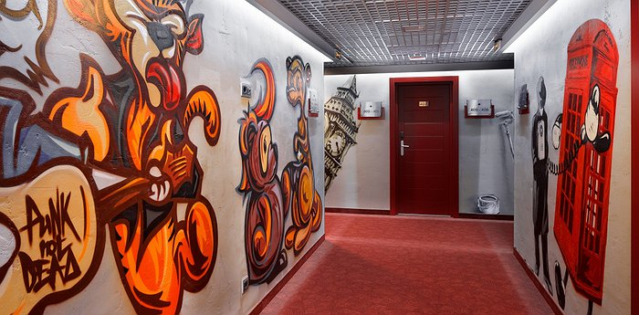 Red Stars Hotel St Petersburg - Decorated By The Best Street Artists In Russia