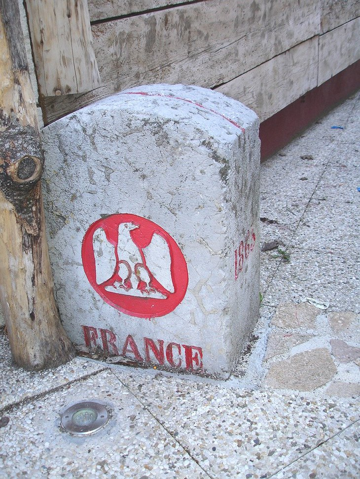 France stone sign