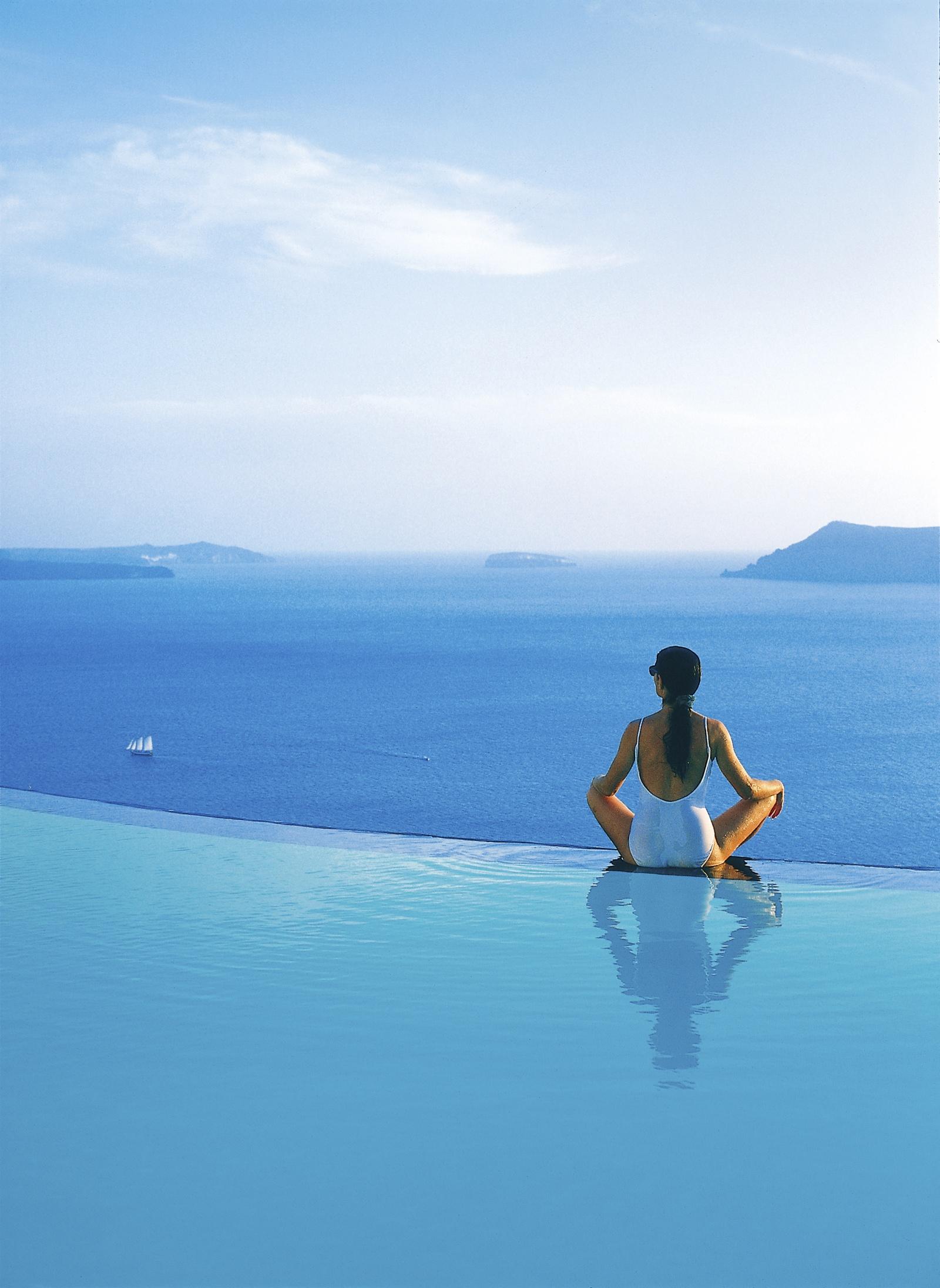 Perivolas hotel oia santorini - Infinity pool europe ...