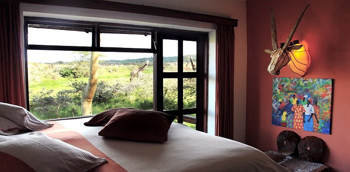 Hatari Lodge – Hollywood Meets African Glamour