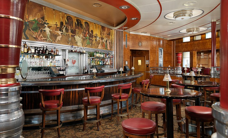 Queen Mary Hotel bar