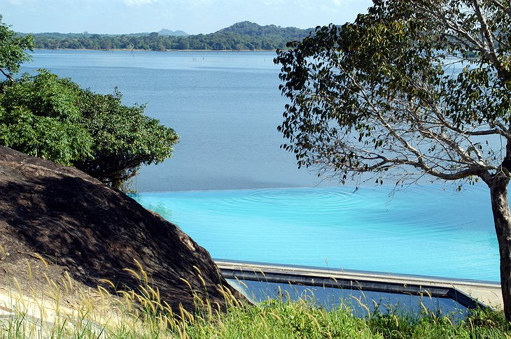Swimming pool with view on Kandalama Wewa Lake