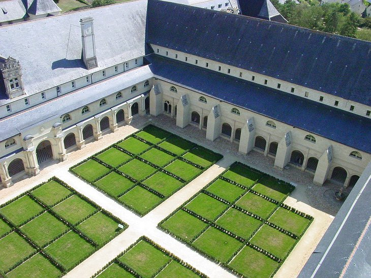 Fontevraud Abbey courtyard