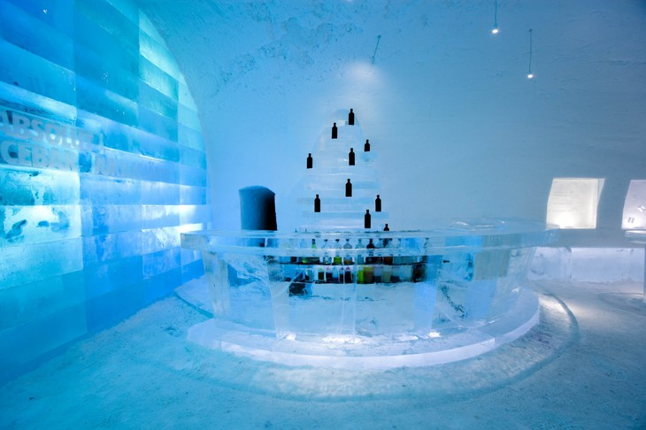 ABSOLUT ICEBAR JUKKASJÄRVI The Meeting