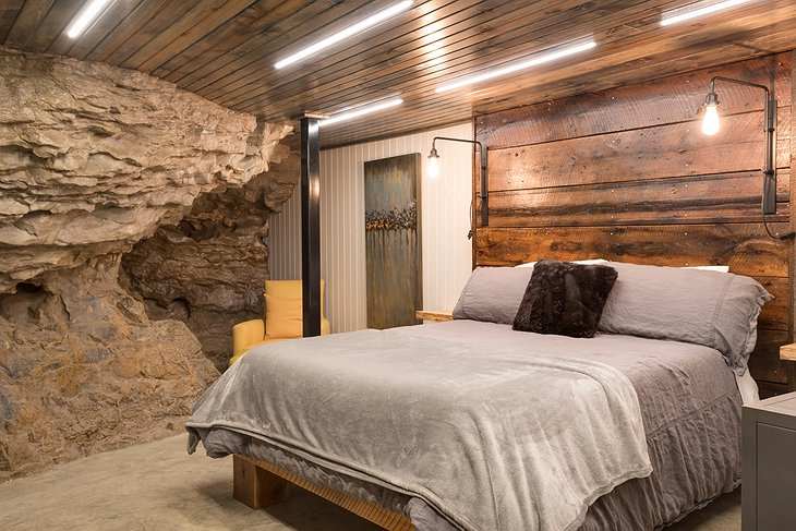Beckham Creek Cave Lodge bedroom with rock wall
