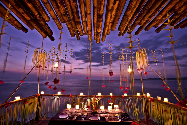 Marangga Cliffside Bale - Private dining with view