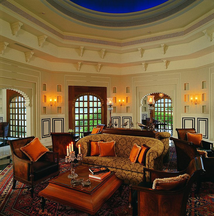 The Oberoi Udaivilas lounge