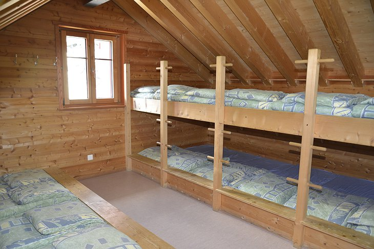 Britannia Hut room with a lot of beds