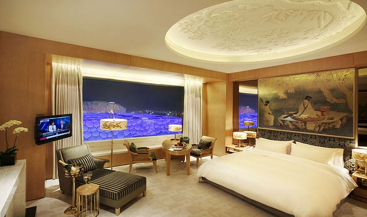 Pangu Hotel room with panoramic views