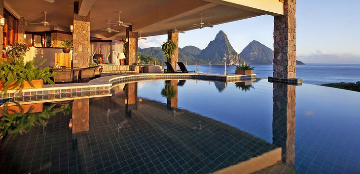 Jade Mountain Resort pool