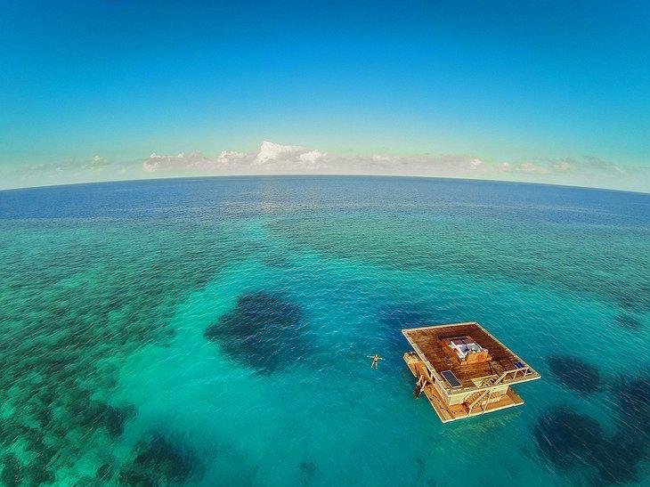 Floating room aerial