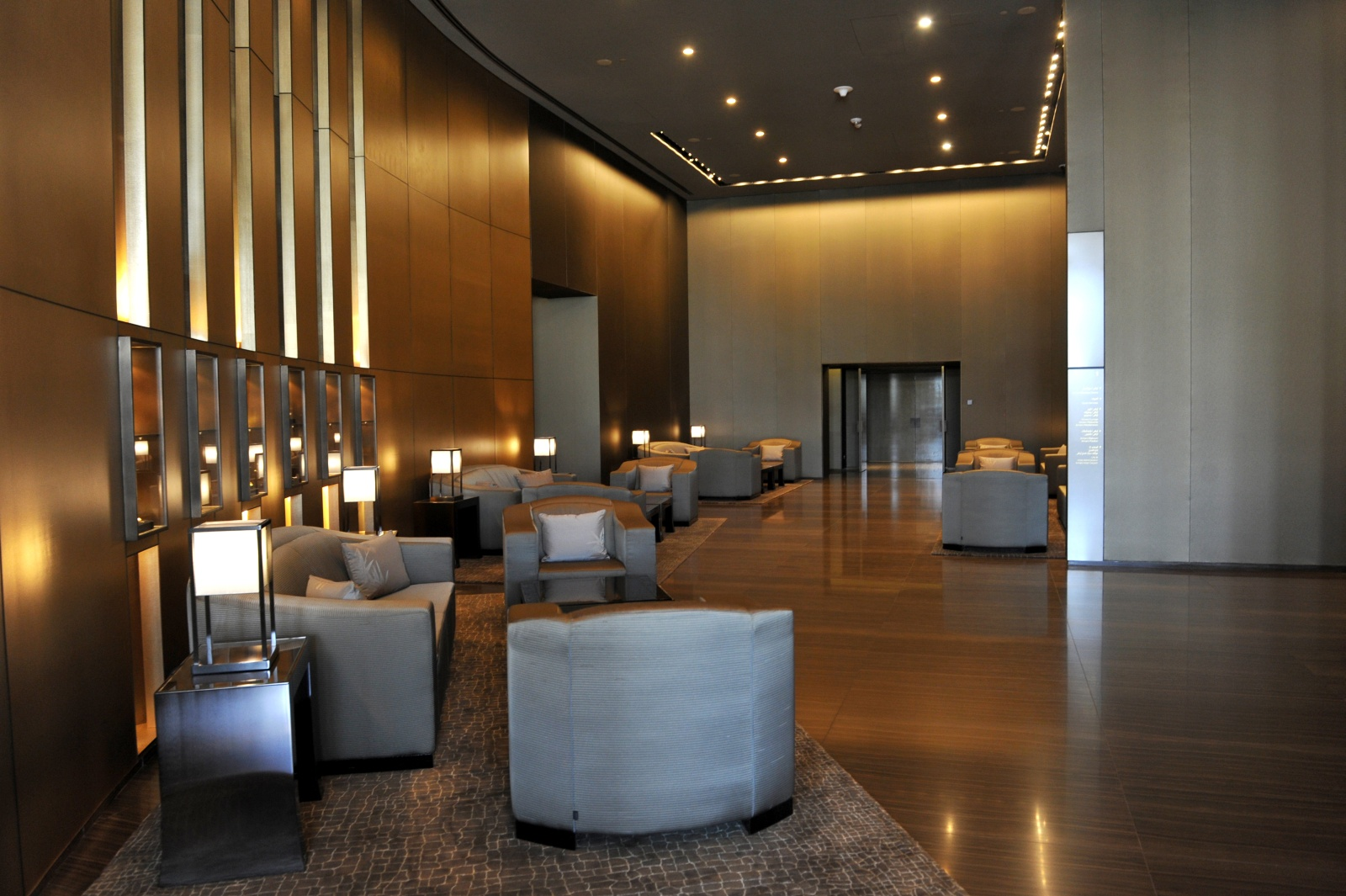 Armani hotel dubai for Dubai hotel interior design