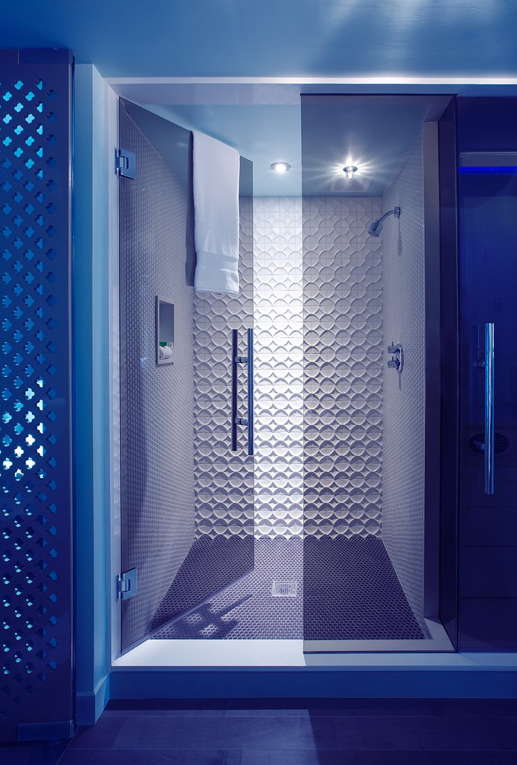 Deluxe room shower