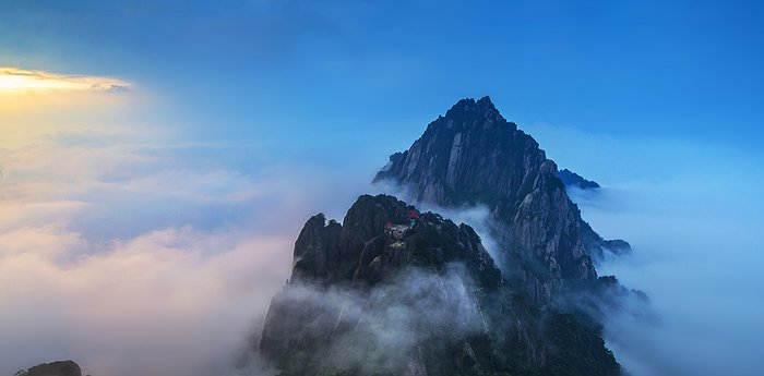 Jade Screen Tower Hotel (Huangshan Yupinglou Hotel) - Living At The Top Of The World In China
