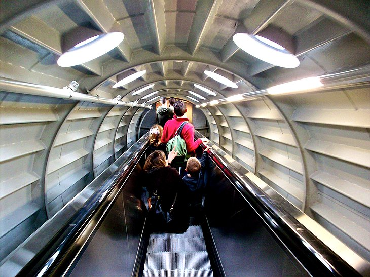 Atomium tube with moving stairs