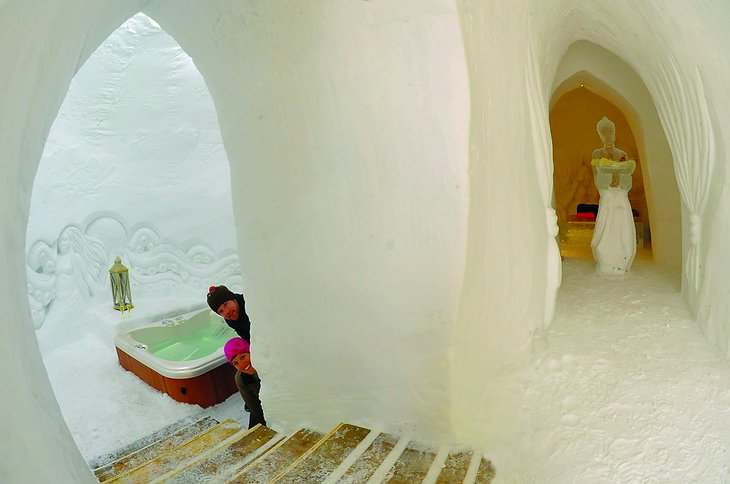 Entrance to the jacuzzi from the ice corridor