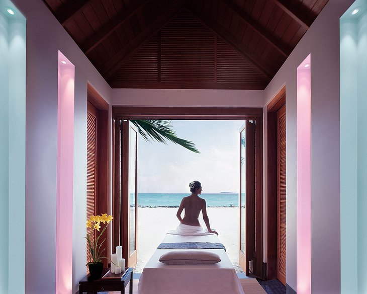 Reethi Rah massage room