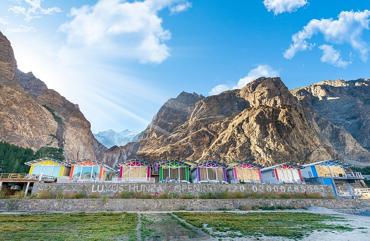 Luxus Hunza Colorful Wooden Huts