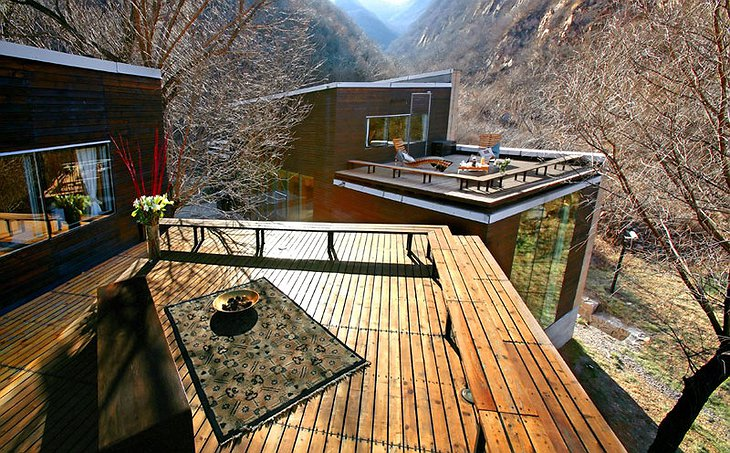 Commune by the Great Wall twin wooden villas with rooftop terraces