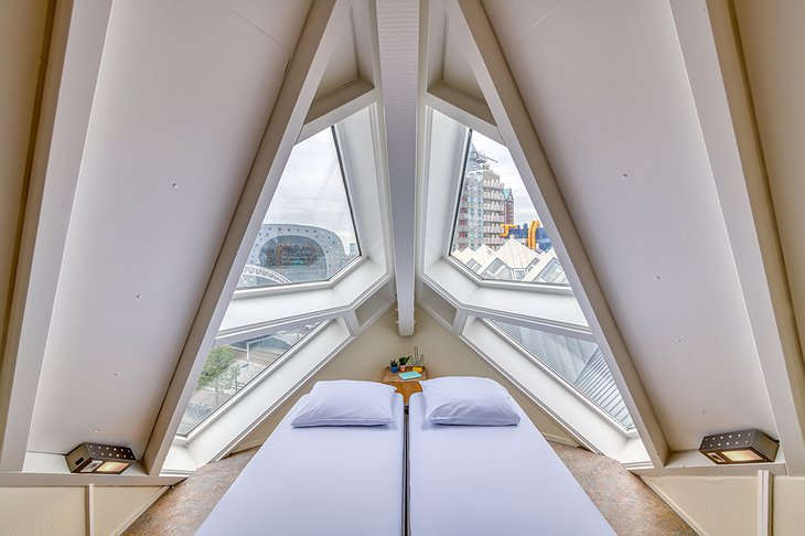 The Cube House, Hostel Rotterdam Attic Room