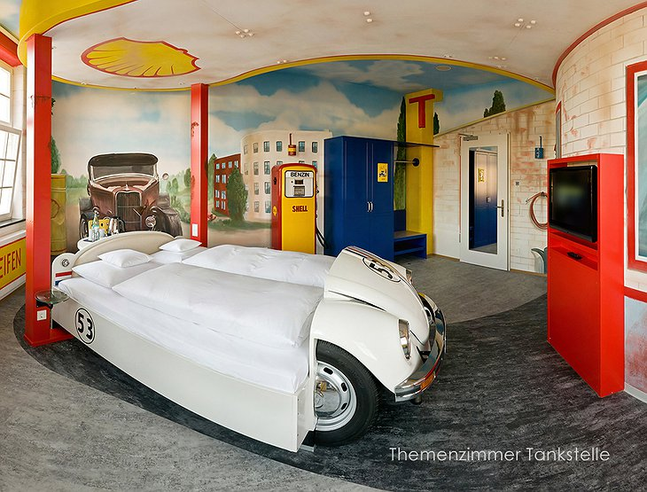 V8 Hotel room with VW Beetle bed