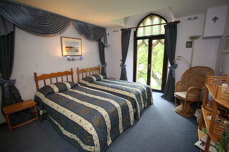 The Old Church of Urquhart double bed room