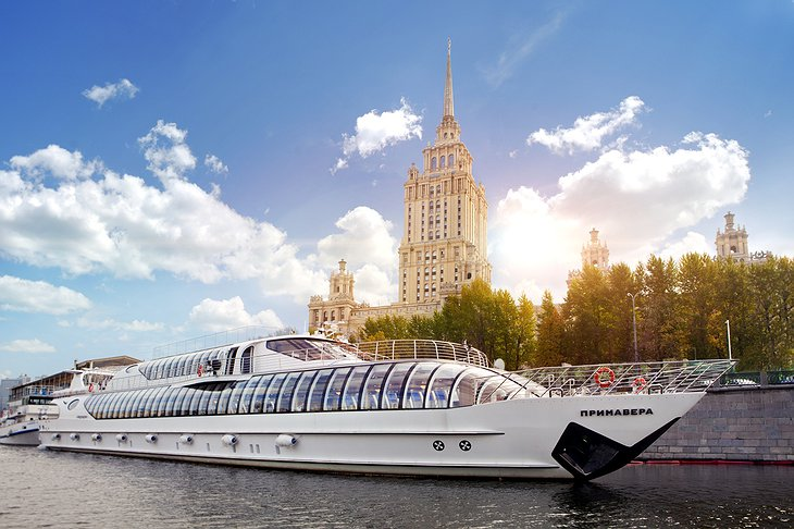 Moscow cruises with Hotel Ukraina in the background