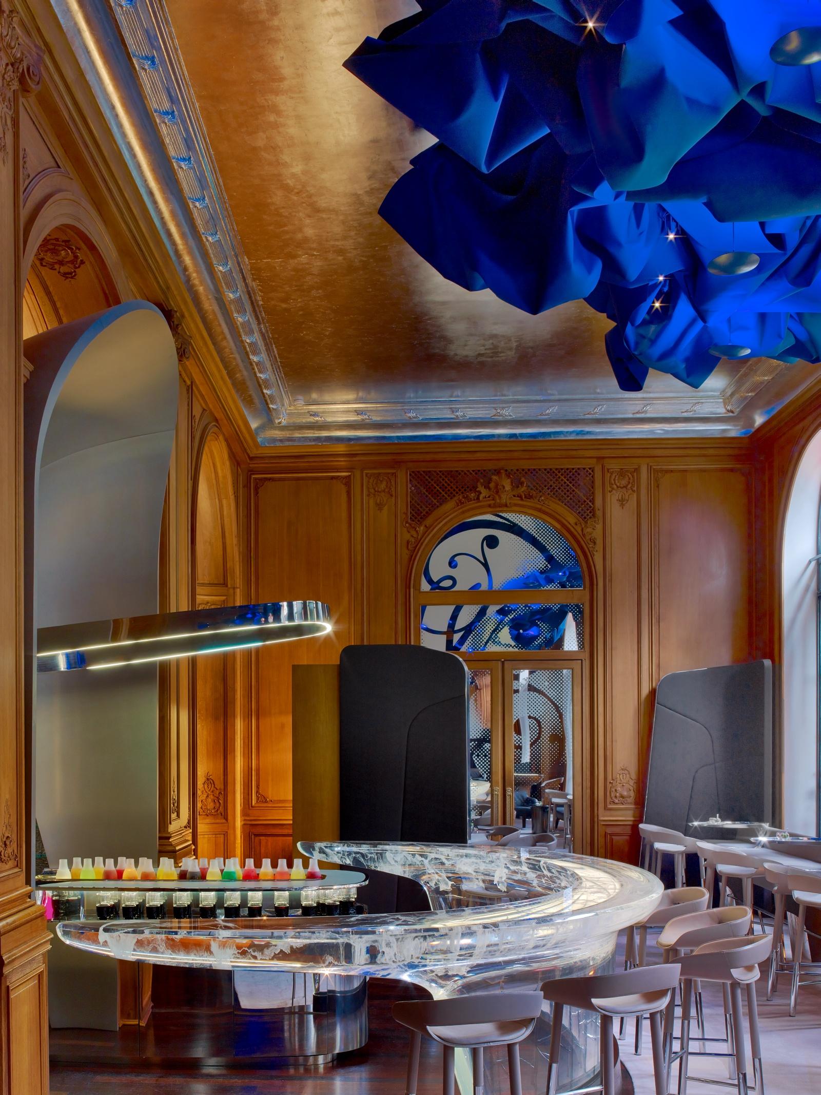 hotel plaza athenee paris. Black Bedroom Furniture Sets. Home Design Ideas