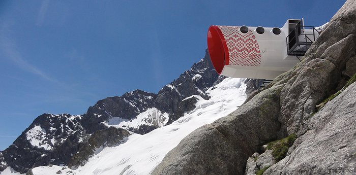 Bivacco Gervasutti - Capsule At The Edge Of A Cliff In The Alps