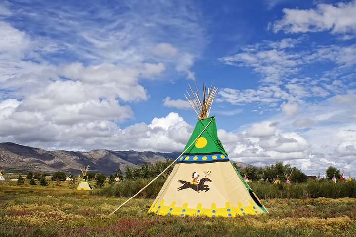 Mustang Monument Resort tipis