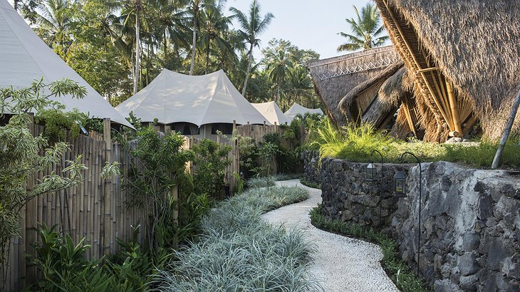 Glamping Sandat walking path